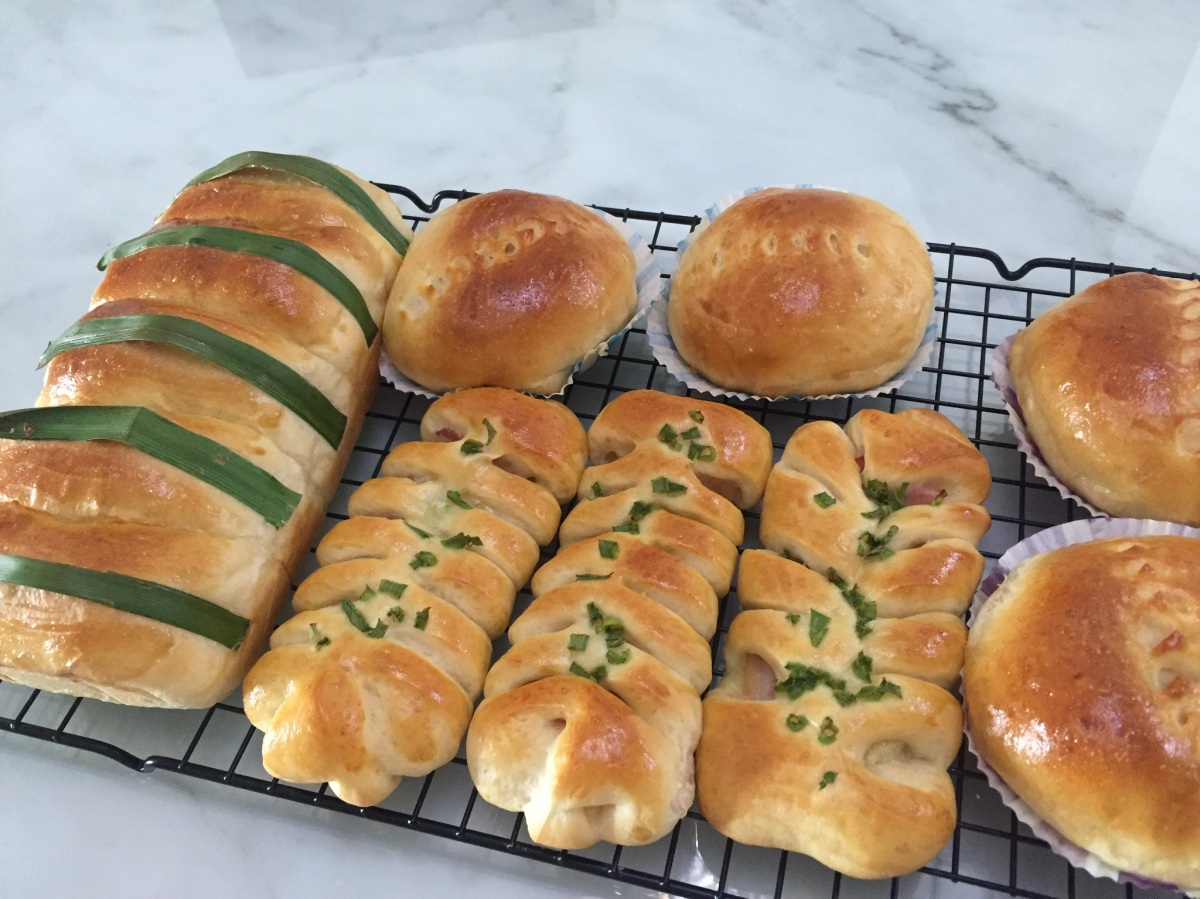 Assorted Buns with Poolish Starter (Bacon and Cheese Fishbone, Pull-Apart Coconut)